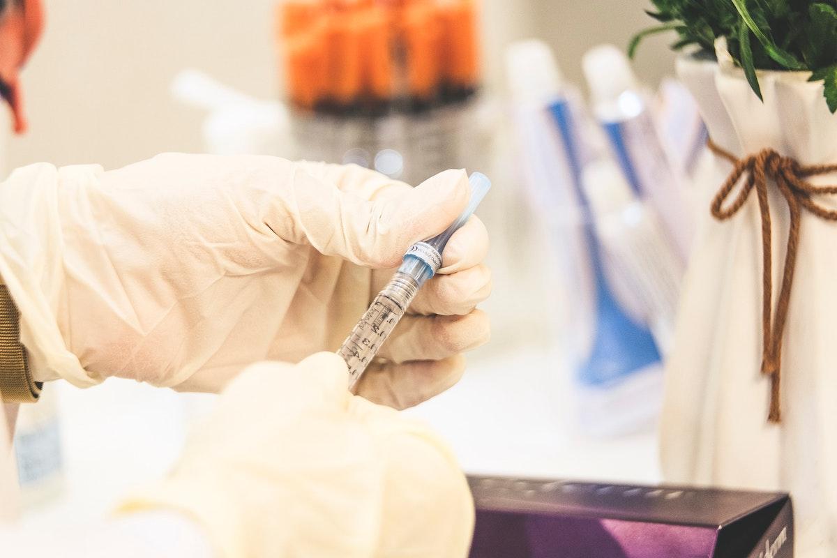 doctor preparing filler injection